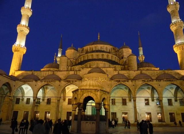 Вход в мечеть Султана Ахмеда