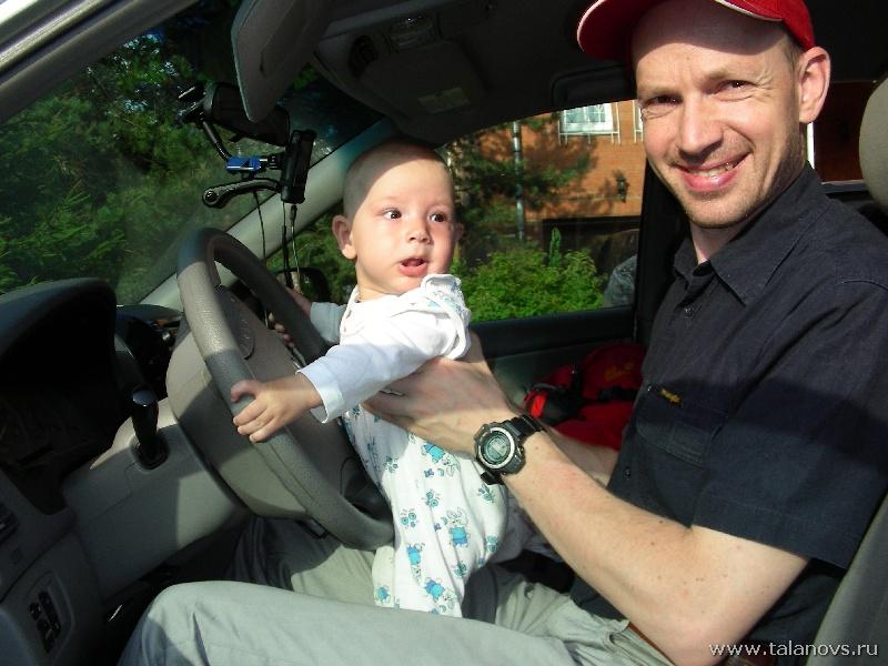 Молодой водитель Сиенны