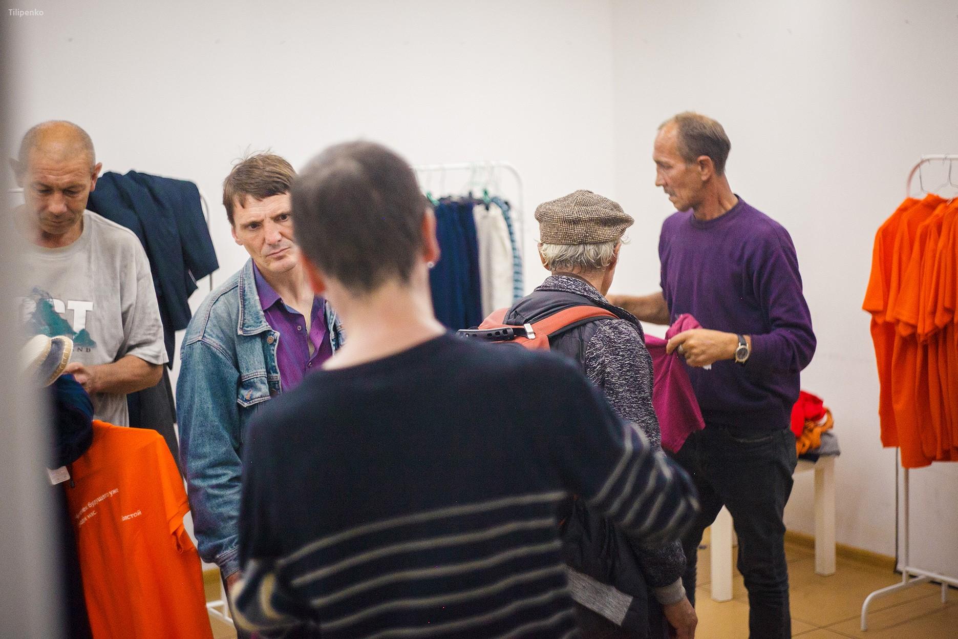 Бесплатный магазин одежды для бездомных мужчин