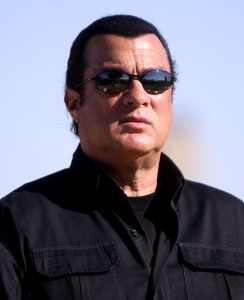 489px-Steven_Seagal_by_Gage_Skidmore