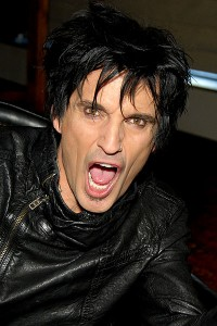 400px-Tommy_Lee_2012