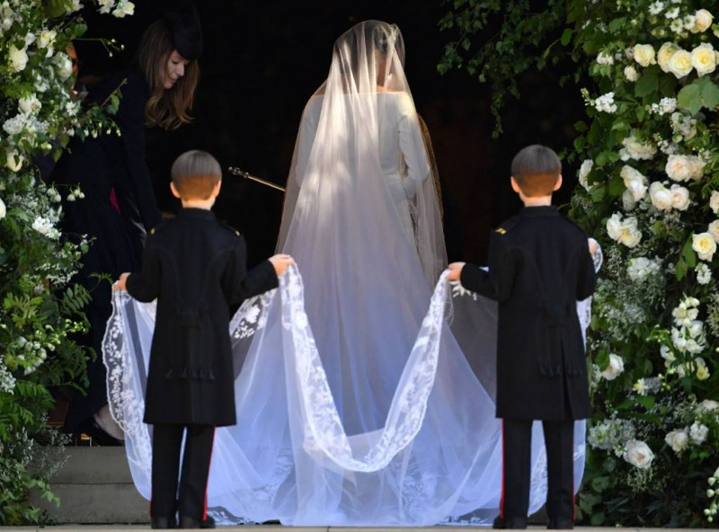 rs_1024x759-180519041537-1024-royal-wedding-meghan-from-behind