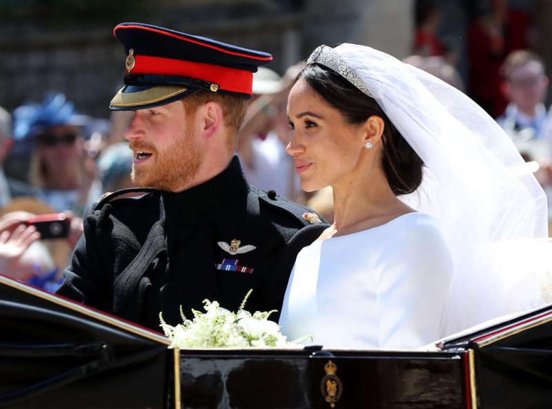 rs_1024x759-180519052409-1024.3kiss-royal-wedding-prince-harry-meghan-markle-carriage