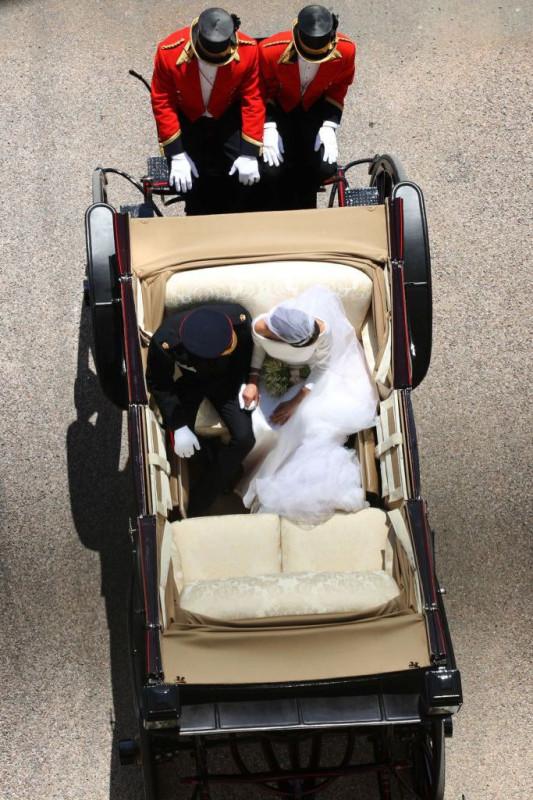 carriagehandholding-1526745784