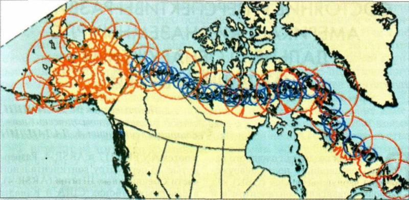 Схема размещения на территории США и Канады и зоны обнаружения РЛС AN/FPS-117 (красным цветом) и станций обнаружения низколетящих целей AN/FPS-124 (синим цветом)