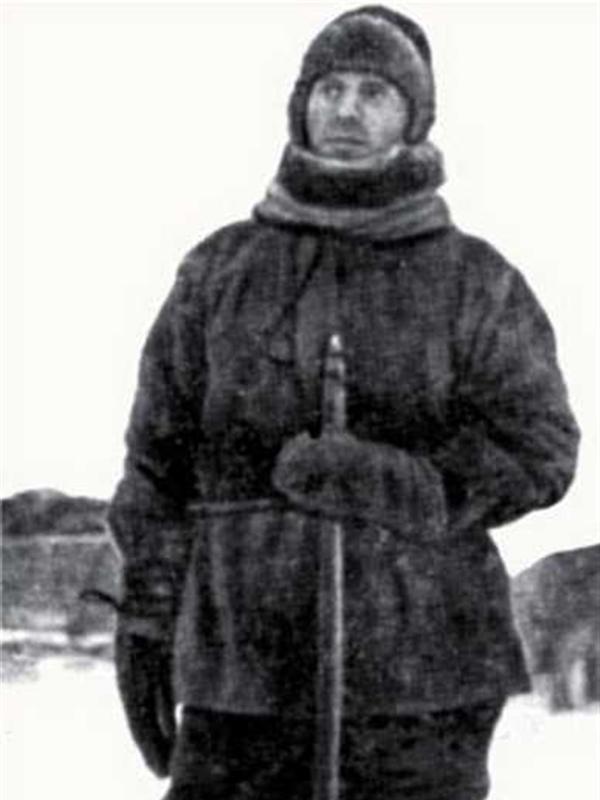 Георгий Яковлевич Седов перед выходом в санный поход на Северный полюс. (Последняя фотография).