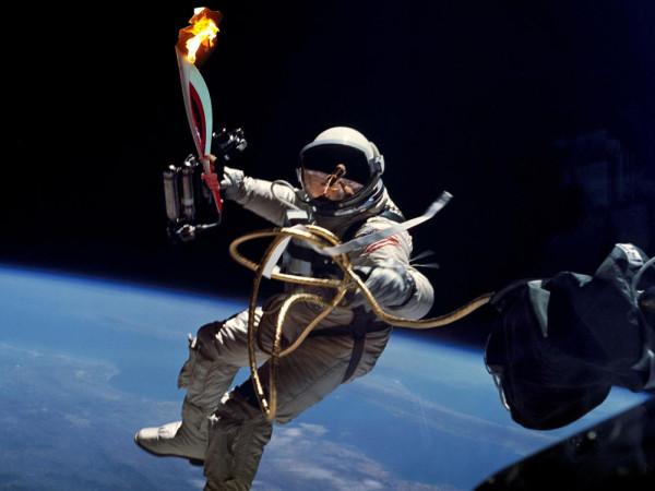 Олимпийский огонь Сочи в космосе