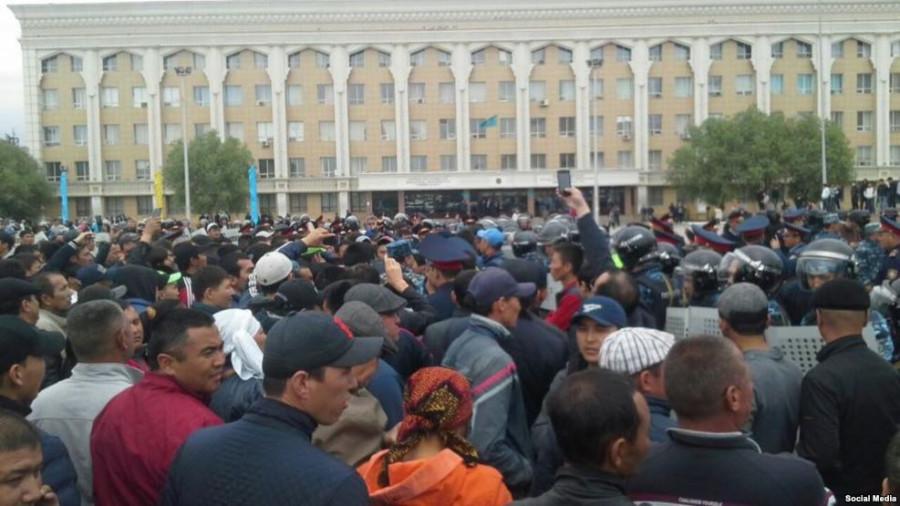 Южный Казахстан: Вспыхнули межнациональные беспорядки, после попытки таджика изнасиловать 5-летнюю казашку.