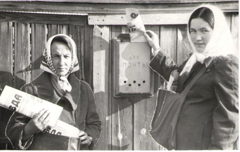 Почтальоны Савельева Вера Петровна и Пантелеева Федосия Петровна. 1983 год. Посёлок Мишкино в Курганской области