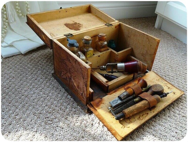 Набор инструментов для выжигания, 1800-е гг. Фото: https://www.ebay.com/itm/antique-PYROGRAPHY-SET-very-rare-1800s-TOOLS-STAIN-original-art-kit-pyrogravure-/233333559327