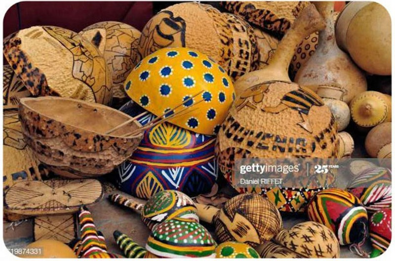 Посуда на рынке в Республике Мали.