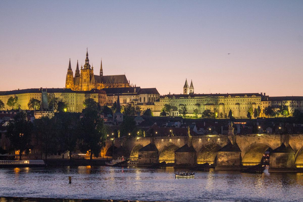 3 точки для съемки вечерней Праги