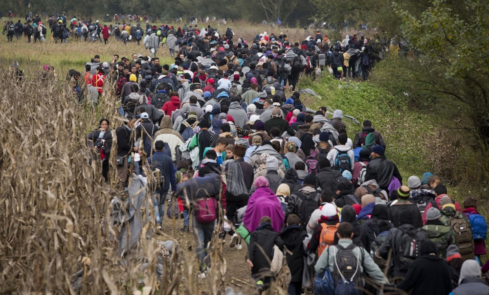 Thousands-of-Migrants-Are-Crossing-the-Balkans-on-Foot-04