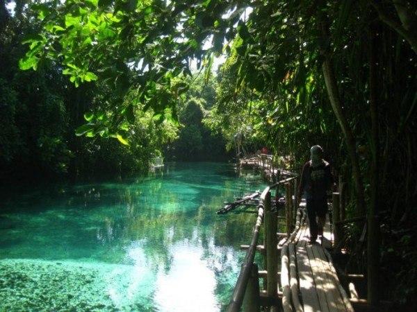 Необычная и зачаровывающая река Hinatuan