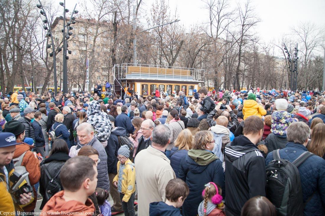 Парад трамваев, или Москвичи совсем озверели
