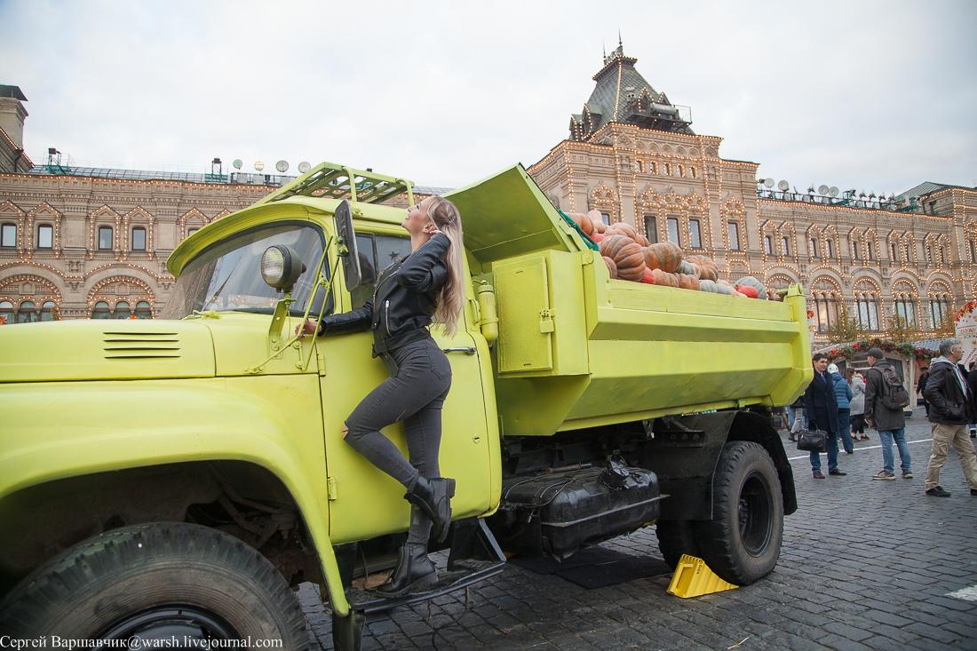 Комбайны и трактора на Красной площади