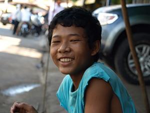 Кхмеры - удивительные. Они так здорово улыбаются :-)