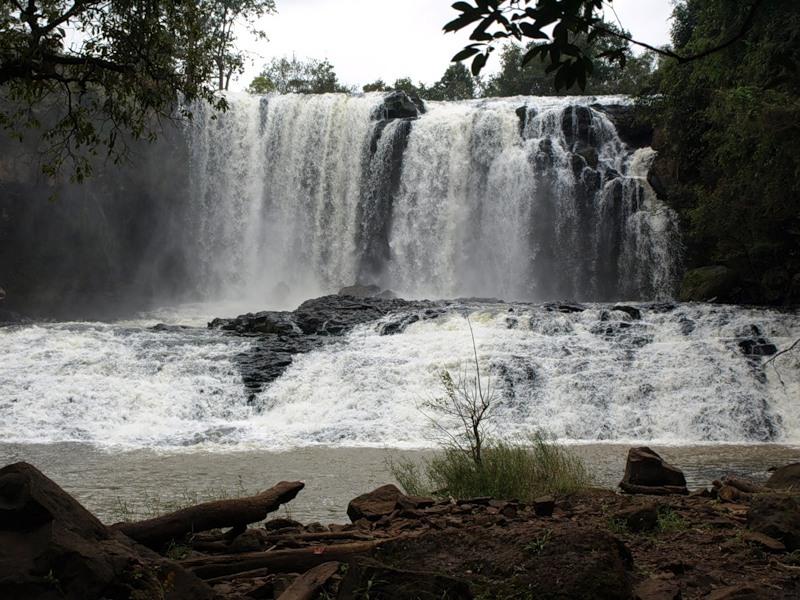 Водопад Боу Сра (если это он :) в провинции Мондулкири - крупнейший в стране. На этой фото - первая ступень: в сезон дождей 15м в диаметре, 15-20м в высоту.