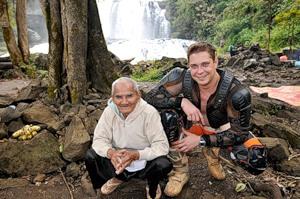 Денис и камбоджийский дедушка - фото взято у Дениса :-)
