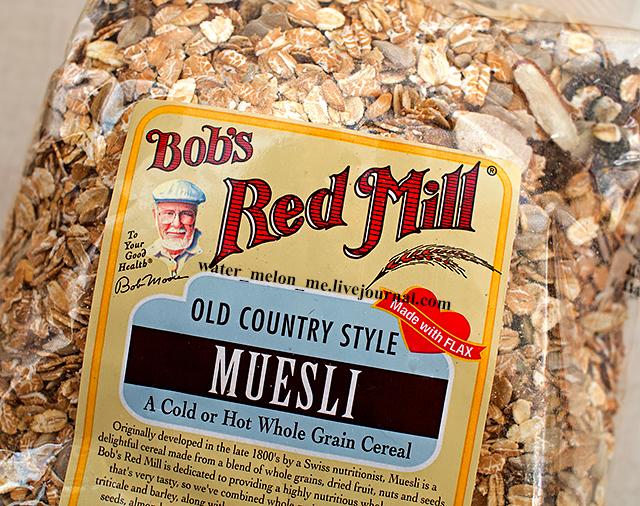 Хрустящие мюсли Bob's Red Mill с семечками, миндалем, грецким орехом и крупным изюмом