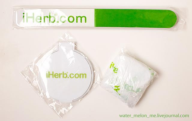 Как выглядит промо-набор от iHerb: пилка, зеркальце, шапочка для душа