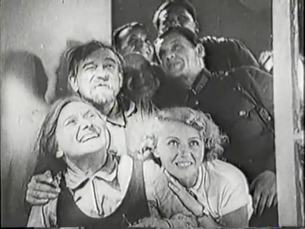 Родина зовёт _ Motherland Calls, The (1936) - историко-героический фильм.mp4_snapshot_00.09.12_[2016.09.14_11.12.46]