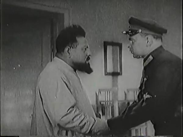Родина зовёт _ Motherland Calls, The (1936) - историко-героический фильм.mp4_snapshot_00.39.52_[2016.09.14_12.43.58]