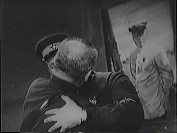 Родина зовёт _ Motherland Calls, The (1936) - историко-героический фильм.mp4_snapshot_00.43.21_[2016.09.14_12.48.53]