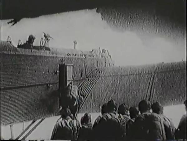 Родина зовёт _ Motherland Calls, The (1936) - историко-героический фильм.mp4_snapshot_01.02.05_[2016.09.14_13.26.17]