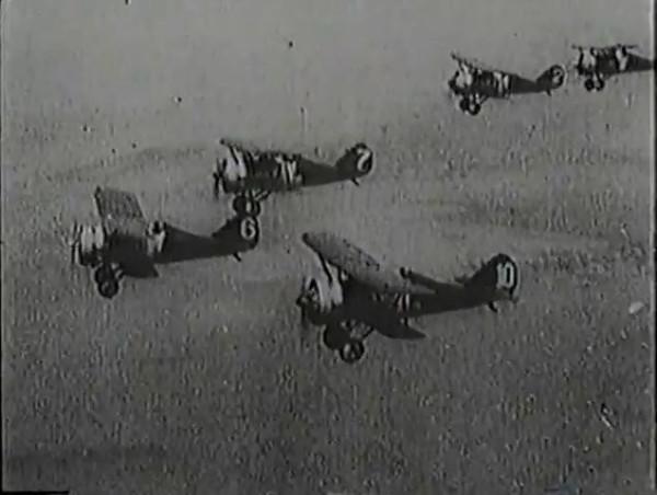Родина зовёт _ Motherland Calls, The (1936) - историко-героический фильм.mp4_snapshot_01.07.05_[2016.09.14_13.31.17]
