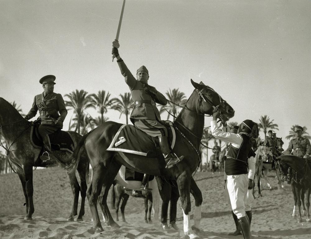 Муссолини и его время Италия и ее история,Рисунки,Будим висилица!,20 век,ЖЗЛ,Фото
