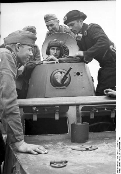 Bundesarchiv_Bild_101I-121-0008-13,_Polen,_Treffen_deutscher_und_sowjetischer_Soldaten