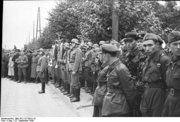 Bundesarchiv_Bild_101I-121-0012-15,_Polen,_deutsch-sowjetische_Siegesparade