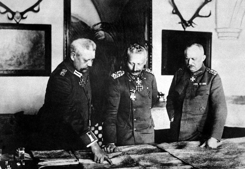 Hindenburg,_Kaiser,_Ludendorff_HD-SN-99-02150