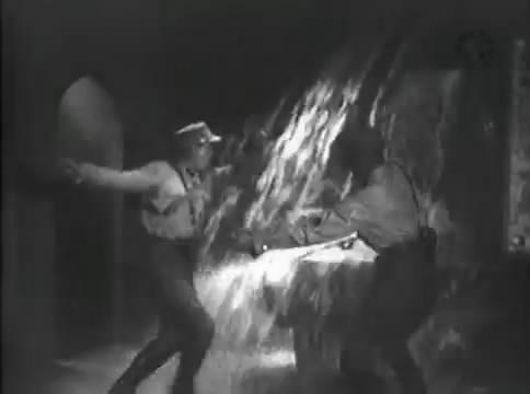 Глубокий рейд (1938).mp4_snapshot_50.43_[2016.05.12_16.53.47]