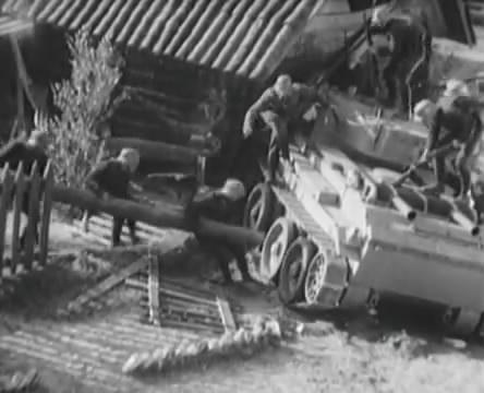 Танкисты (1939).mp4_snapshot_00.45.19_[2016.05.15_12.24.34]