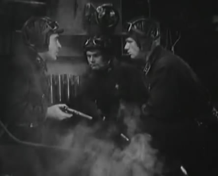 Танкисты (1939).mp4_snapshot_00.48.55_[2016.05.15_12.29.51]
