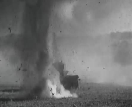 Танкисты (1939).mp4_snapshot_01.02.39_[2016.05.15_12.48.25]
