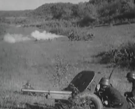 Танкисты (1939).mp4_snapshot_01.07.09_[2016.05.15_12.53.42]