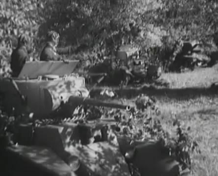 Танкисты (1939).mp4_snapshot_01.09.26_[2016.05.15_12.55.21]