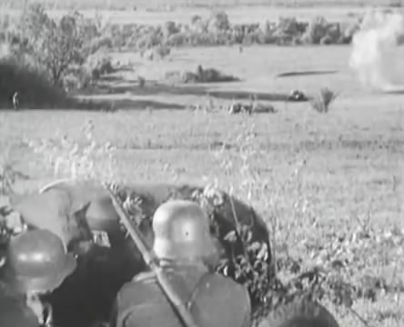 Танкисты (1939).mp4_snapshot_01.10.04_[2016.05.15_12.56.03]
