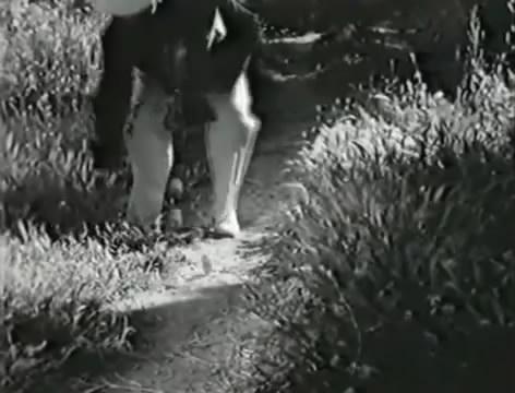 Моряки (1939).mp4_snapshot_00.07.58_[2016.06.01_15.58.51]