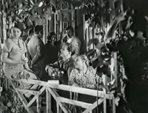 Моряки (1939).mp4_snapshot_00.11.19_[2016.06.01_16.04.43]