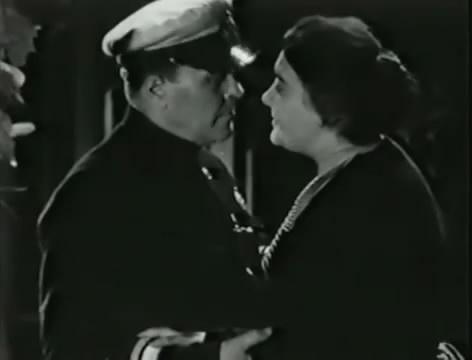 Моряки (1939).mp4_snapshot_00.28.57_[2016.06.02_10.30.05]