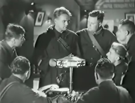 Моряки (1939).mp4_snapshot_01.05.10_[2016.06.02_15.52.05]