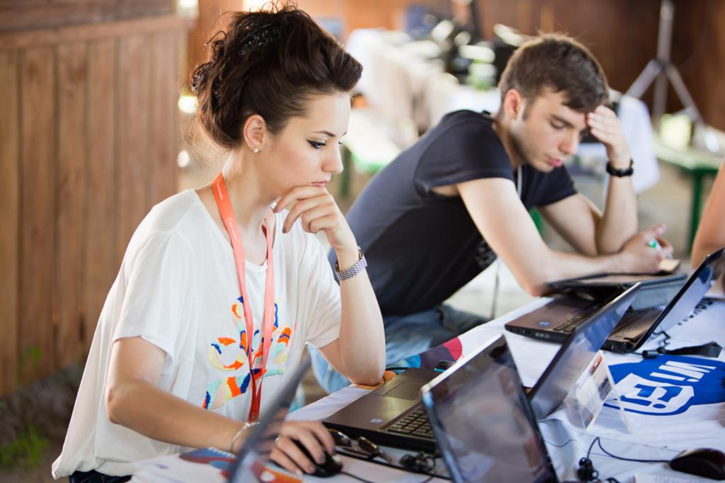Дирекция думает о форуме в БлогоЦентре. На фото Оксана Эсаулова и Дмитрий Хворов