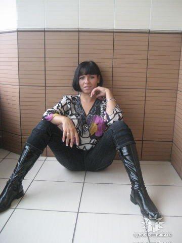 фото девок любительское с раздвинутыми ногами