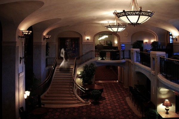 9_Ghosts-at-Hotels-600x400