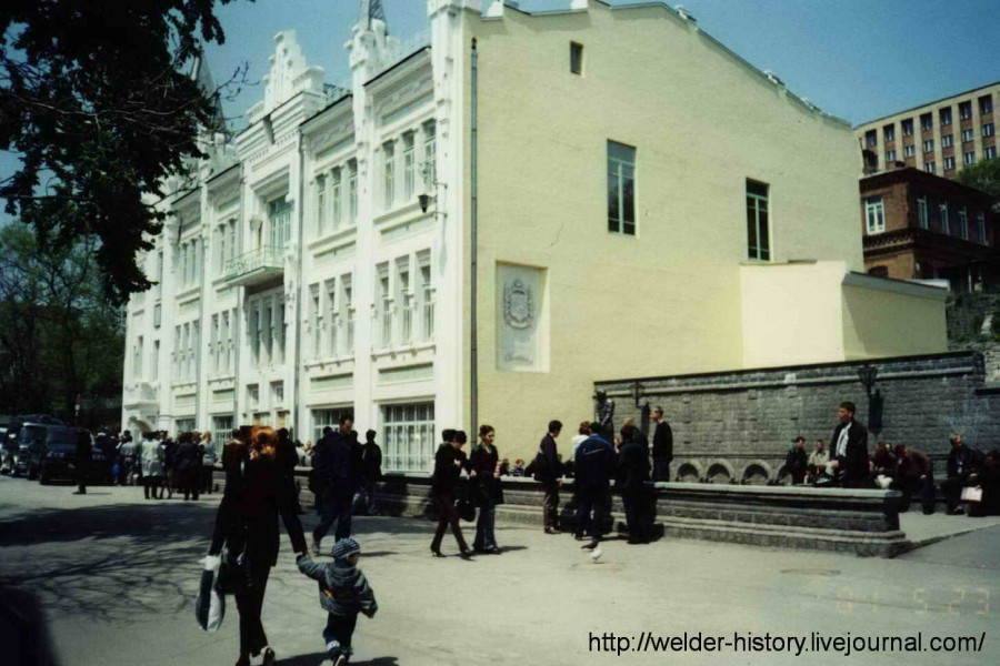 21. Пушкинский театр май 2001 г.