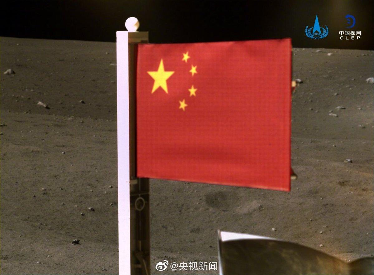 Китайский флаг на Луне 2